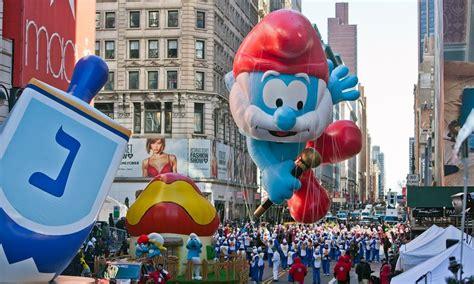 macys thanksgiving day parade  york  rail
