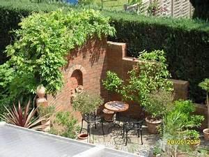 Senkgarten Mit Feuerstelle : sitzecke garten steinmauer mediterran sitzecke mit mauer bilder und fotos nowaday garden ~ Buech-reservation.com Haus und Dekorationen