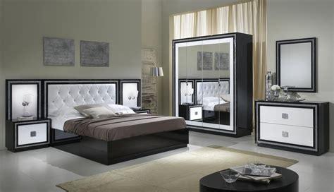 mirroir chambre armoire design 4 portes avec miroir laquée blanche et