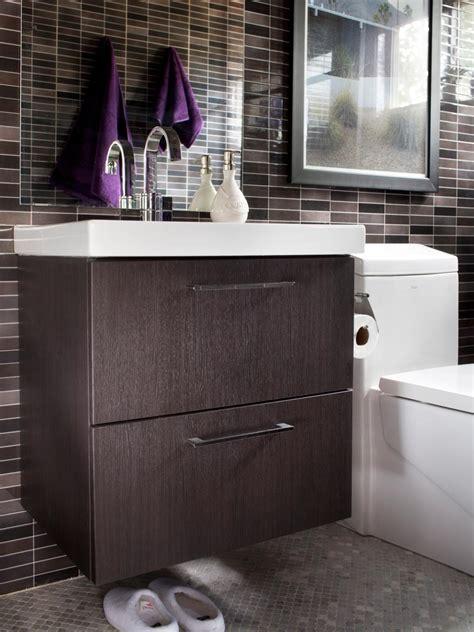 Badezimmer Modern Klein by Modern Small Bath Makeover Hgtv