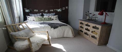 chambre adulte cocooning ciel de lit et ambiance cocooning dans chambre taupe