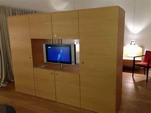 Raumteiler Mit Tv : raumteiler mit flat tv drehbar steigenberger hotel and spa krems krems an der donau ~ Yasmunasinghe.com Haus und Dekorationen