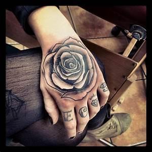 Money Rose Hand Tattoodenenasvalencia