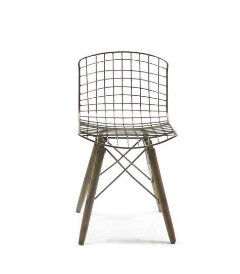 chaise design fil de fer et pieds en bois wadiga com