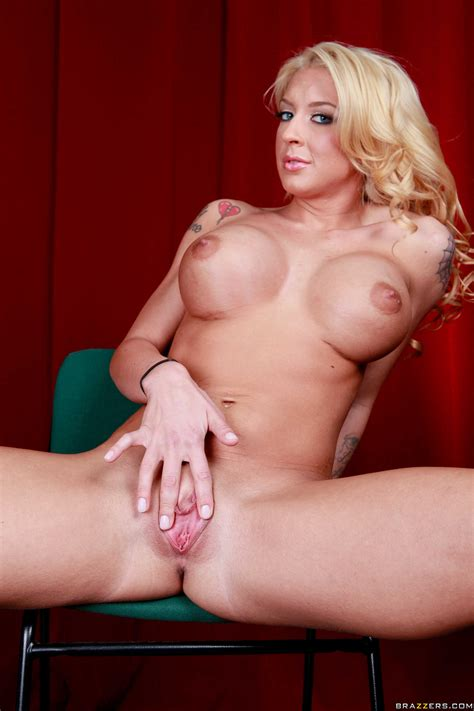 Hot Blonde Likes To Spread Her Legs Photos Leya Falcon