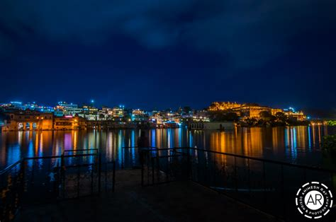stunning night   udaipur city palace  lake