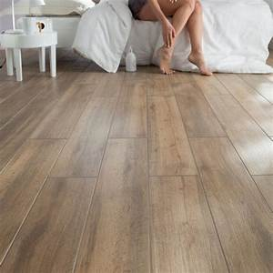 du carrelage imitation parquet pour rechauffer une piece With carreaux imitation parquet