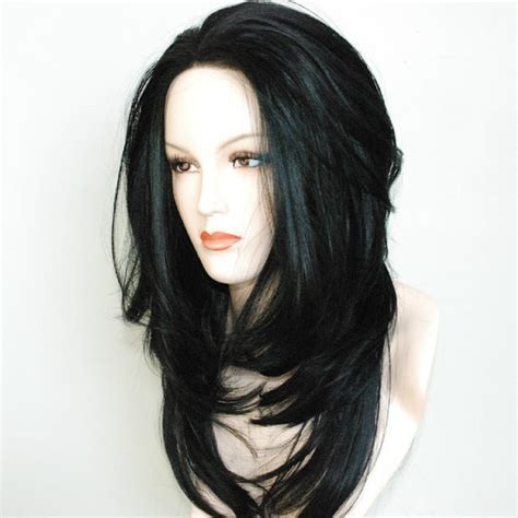 Lace front black wig / layered all over / combs front and back