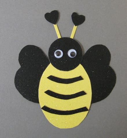 bee art projects for preschool bee card tutorial think crafts by createforless 641