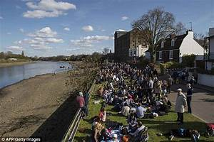 Oxford beat Cambridge to win the Boat Race | Daily Mail Online