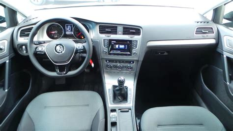 interieur golf 7 confortline volkswagen golf 7 1 6 tdi 105 fap bluemotion technology confortline occasion 224 lyon s 233 r 233 zin