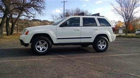 jeep escape 2007 jeep cherokee or ford escape upcomingcarshq com