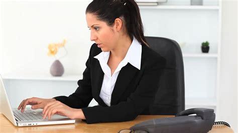 travailler dans un bureau femme d 39 affaires travailler bureau hd stock