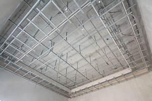 Pose D Un Faux Plafond En Ba13 : comment poser un lambris fixer installer et le mettre au ~ Melissatoandfro.com Idées de Décoration