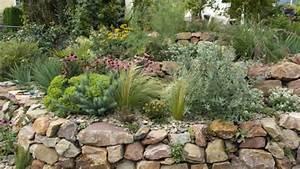 Gartengestaltung Mit Findlingen : steingarten anlegen und gestalten ~ Whattoseeinmadrid.com Haus und Dekorationen