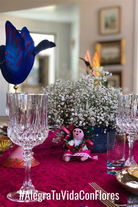 decorando  flores las fiestas patrias ana galena