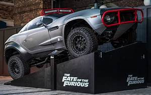 Fast Furios : universal orlando close up cars from the fate of the furious make a pit stop in universal studios ~ Medecine-chirurgie-esthetiques.com Avis de Voitures