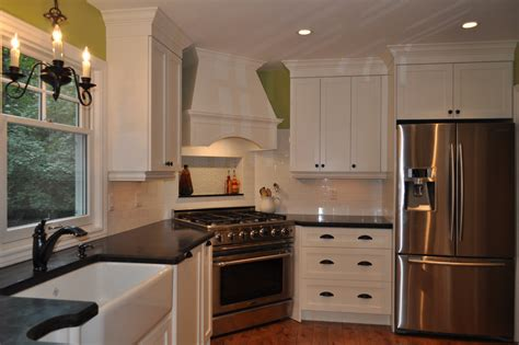 Corner-range-hood-kitchen-traditional-with-accent-wall