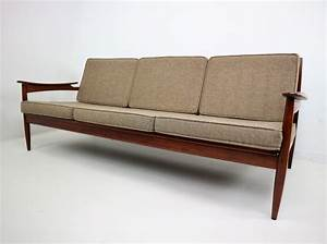 Mid century sofas 19 affordable mid century modern sofas for Mid century style sectional sofa