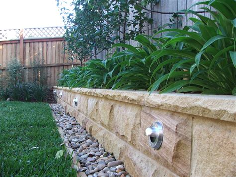 build  sandstone garden wall
