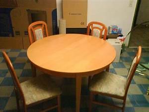 Runder Esstisch Mit Stühlen : runder tisch mit st hlen in graben m bel und haushalt ~ Lizthompson.info Haus und Dekorationen