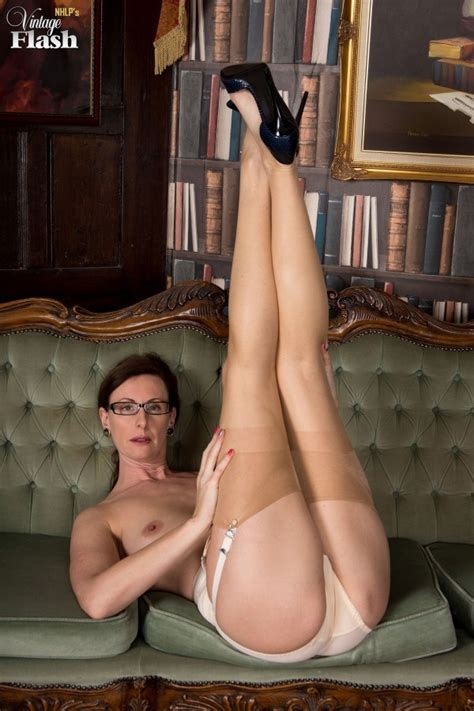 Leggy Milf Lara Latex Wearing Some Vintage Nylons 1 Of 1