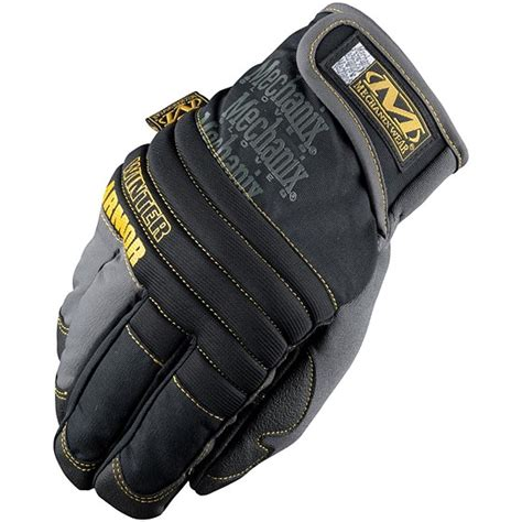 gloves  wear  cold winter  handle camera