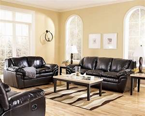 Living room decorating ideas with black leather furniture for Decorate living room black leather furniture