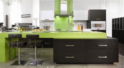 cuisine en plaqué wenge et thermoplastique vert lustré