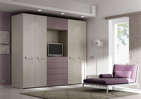 armadio con tv armadio con 4 ante cassettiera e spazio per tv idfdesign
