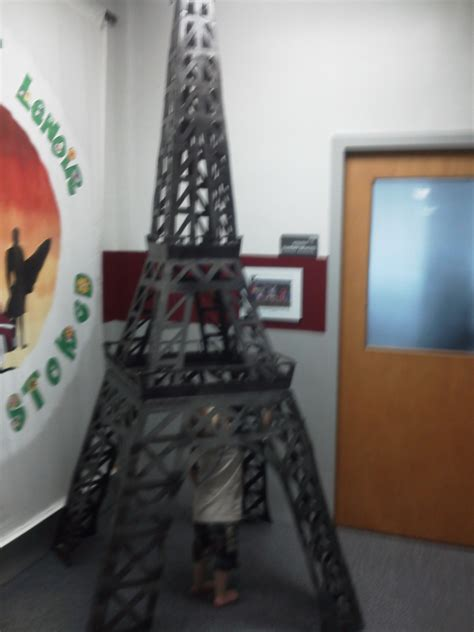 Sprei Eiffel Tower eiffel tower made from cardboard and spray painted black