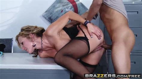Seductive Blonde Milf With Big Tits Nikki Sexx Likes To