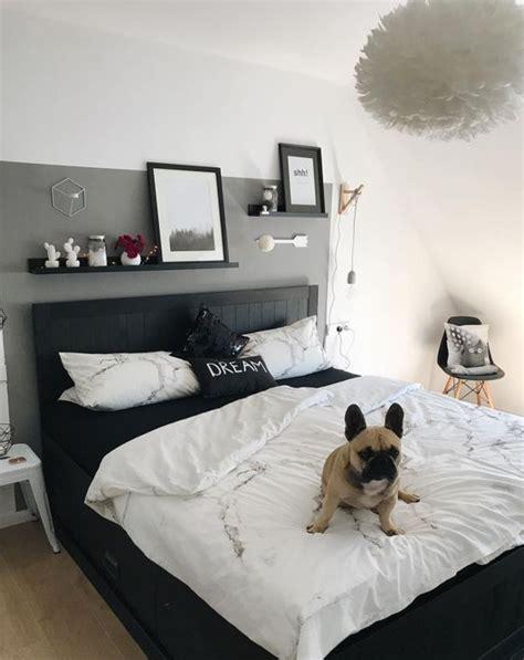 Wandgestaltung Schlafzimmer Grau by Schlafzimmer Wandgestaltung Graue Wand Schwarzes Bett