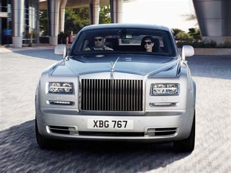 Luxury Cars Faceoff Rollsroyce Phantom Vs Bentley