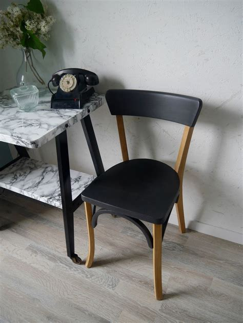 relooker chaise en bois 1000 idées sur le thème relooking de commode sur