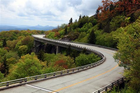 linn cove viaduct blue ridge parkway  national park