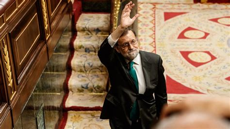 Los letrados del congreso apuntan. Rajoy se ausenta de la moción de censura poco antes de que el PNV decida su suerte