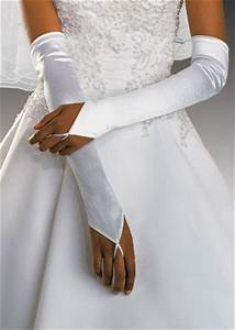 how to choose gloves matching with your wedding dress With wedding dress with gloves