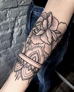 Mandala Tattoo Unterarm : 1001 ideen und inspirationen f r ein cooles unterarm tattoo ~ Frokenaadalensverden.com Haus und Dekorationen