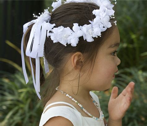 traditional flower girl hairstyle ideas  white floral