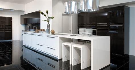 catalogue de cuisine cuisine catalogue photo 4 25 avec deux jolies suspensions design en inox