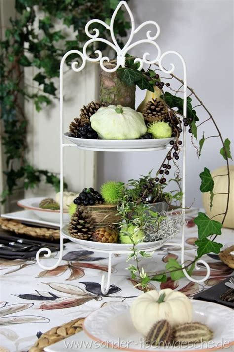 Tischdeko Herbstlich Dekorierte Etagere  Deko Herbst Und