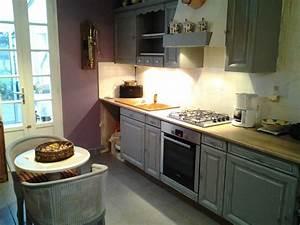 cuisine repeinte en gris moulures patinees en blanc With meuble de cuisine rustique 3 sims 4 deco rustique cuisine kitchen chic moderne