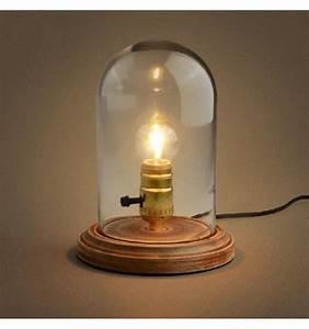 Cloche En Verre Avec Socle : lampe de bureau avec cloche en verre et socle en bois clodia kosilum ~ Teatrodelosmanantiales.com Idées de Décoration