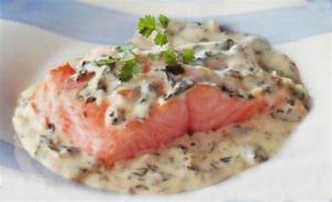 cuisiner le pavé de saumon pavés de saumon à l 39 oseille recettes cookeo