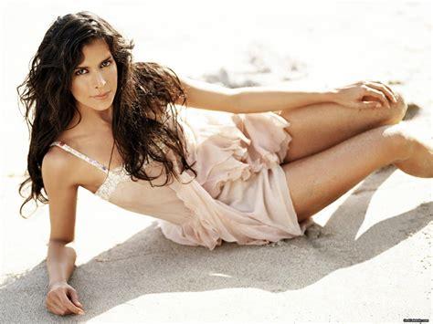 téa leoni bikini hip celebrities rosalyn sanchez