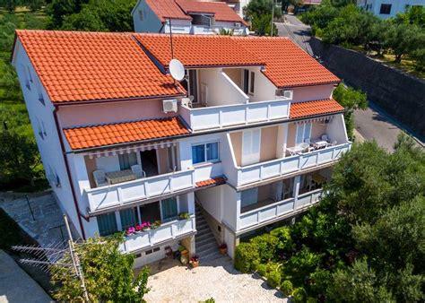 Appartamenti Croazia Economici by Appartamenti Ru緇ica Padovan Rab Rab Croazia