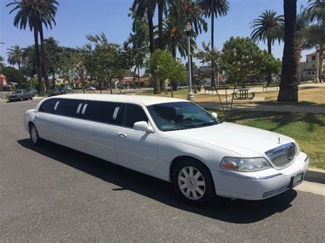 Town Car Limousine by Lincoln Town Car Limousine 171 Chauffeurs