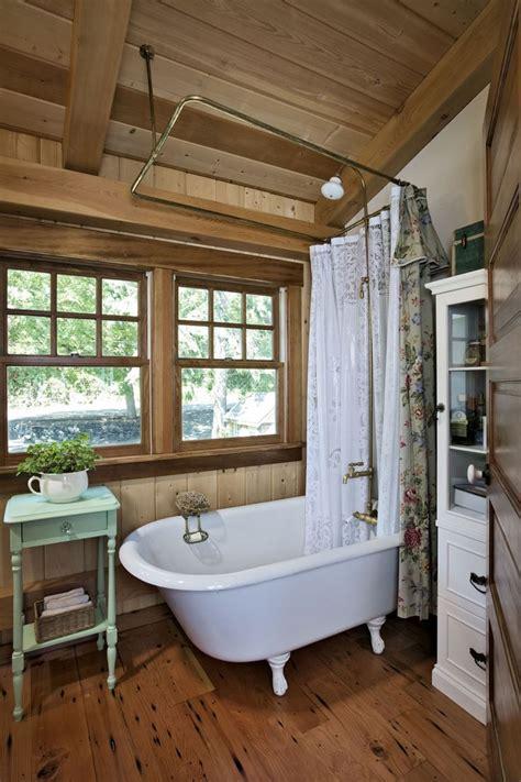 Rustic Cabin Bathrooms by Best 25 Small Cabin Bathroom Ideas On Cabin