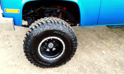 chevy  truck  paint motor  suspension lift